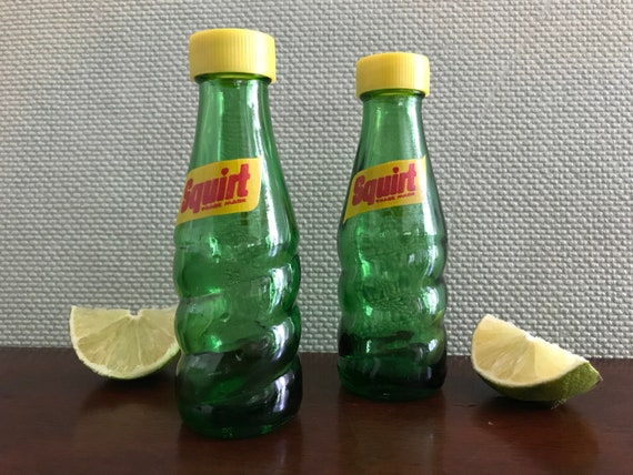 Vintage Squirt Bottle Salt and Pepper Shakers, Pop Bottle Salt and Pepper Shakers, collectible salt pepper shakers, Green bottle salt pepper