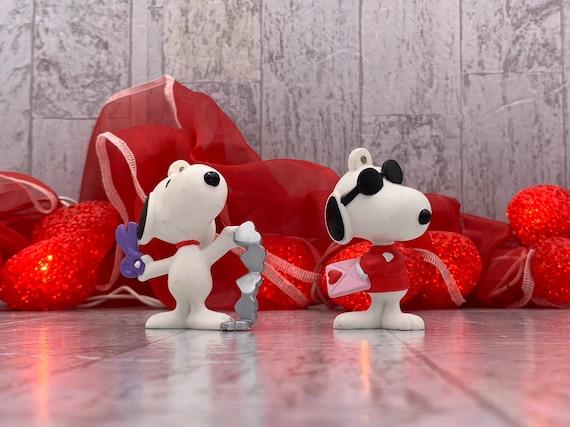 Vintage Valentine Snoopy Ornaments, Snoopy Peanuts figurine, Snoopy Valentine Ornament, collectible Snoopy Valentine decoration