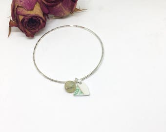 Sterling Silver Hammered Bangle- Retro Print China Charm- Green Quartz Bead- Handmade Slim Silver Stacking Bangle- Gift for Her- Shabby Chic