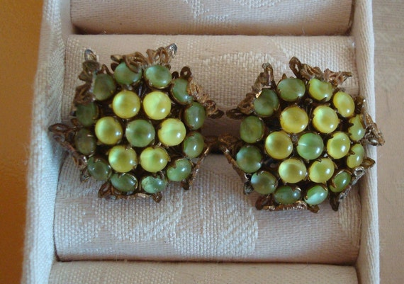 Amourelle  Celadon Yellow Glass Bead Cluster Clip