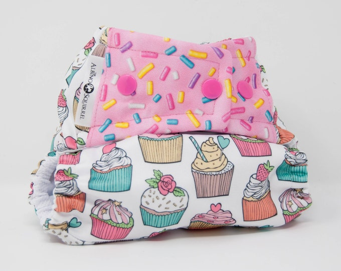 Cloth Diaper : Cupcakes Print Cover or Pocket Diaper (One Size) Baby Shower Gift, Baby Nursery