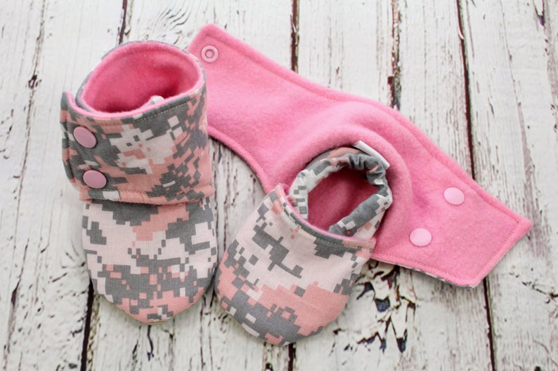 9 to 12 month pink camo baby booties