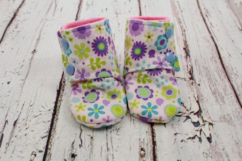 f486181c2d424 fleece stay on baby booties - 6 to 9 month girl baby booties - flower baby  slippers