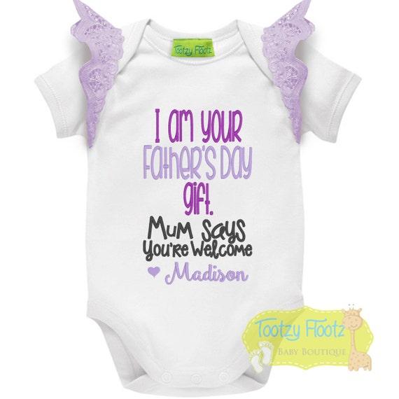Vatertag Geschenk Personalisierte Ich Bin Dein Geschenk Lila Mit Flattert Strampler Tee Body Erste Vatertag Daddy