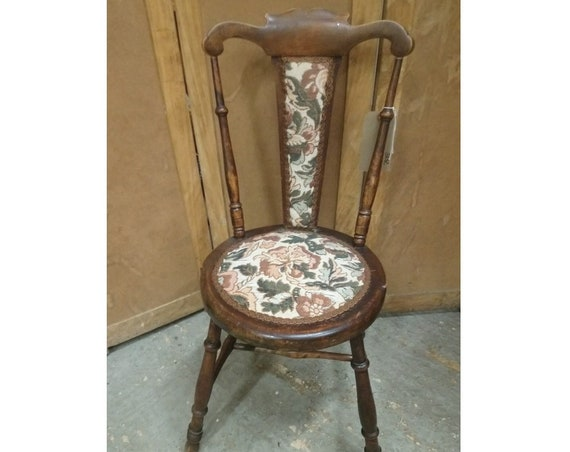 Antique Victorian pretty Welsh spinning chair