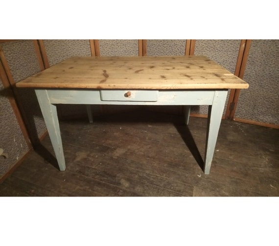 Rustic French painted pine antique farmhouse kitchen dining table with drawer