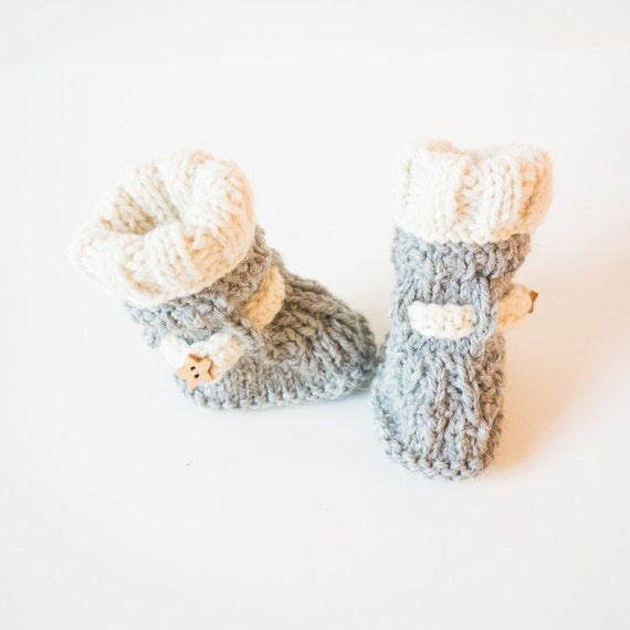 202e94f29271b Baby knitted winter booties, hand knit in wool bicolor baby shoes, baby  boots handmade in Italy, pregnancy announce or newborn gift