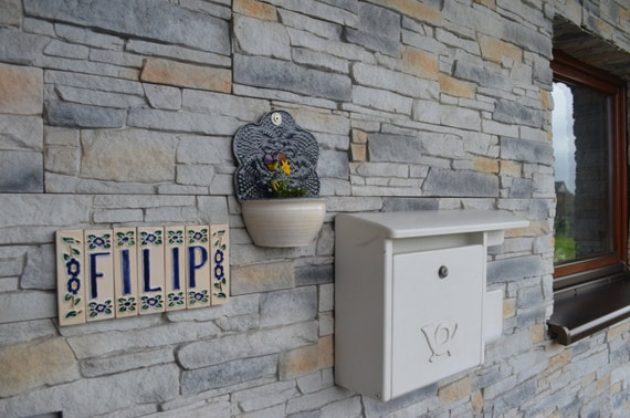 fliesen kacheln handgefertigt belgien, handgefertigte keramik namensschilder fliesen | etsy, Design ideen