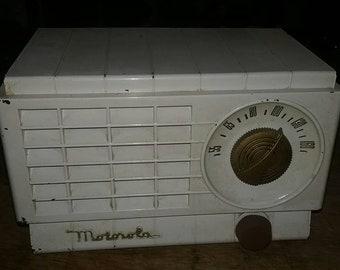 Vintage Motorola am miniature tube radio. In working condition.
