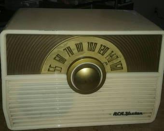Vintage RCA bakelite tube radio