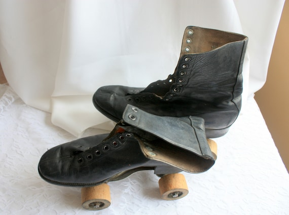 Leather Roller Skates with Wood Wheels, Dauost Rol
