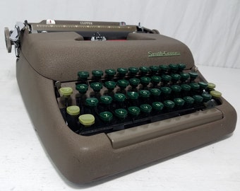 Beautiful Brown 1950s Smith-Corona Clipper Working Typewriter w/Case - Free Shipping to Lower 48!