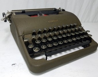 """Cool 1941 Corona """"Standard"""" Working Typewriter & Case w/Additional French Characters! Free Shipping to Lower 48!"""