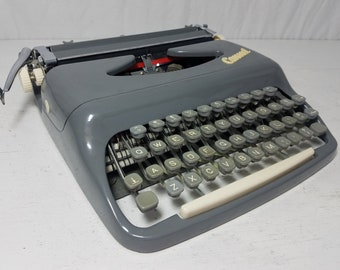 Sleek and Curvy Consul 232 Mid-Century Working Typewriter & Case! Free Shipping to Lower 48!