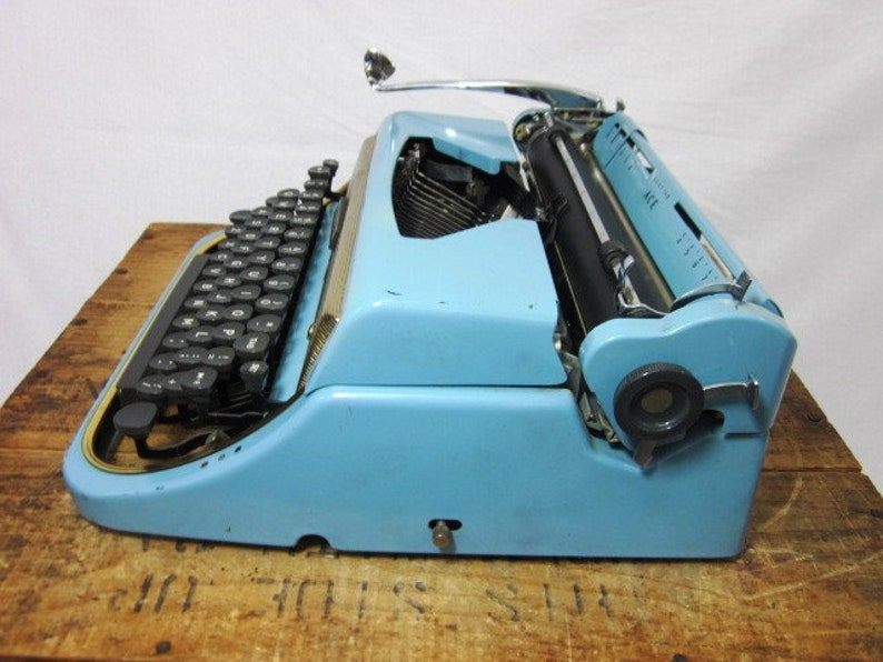 Cool 1950s Blue /& Gold Underwood Ace Working Typewriter and Case Free Shipping to Lower 48!