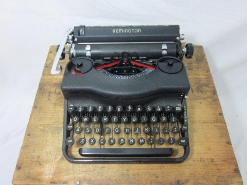 Beautiful 1940 Remington Quiet Model 1 Working Typewriter & Case w/Key!  Free Shipping to Lower 48!