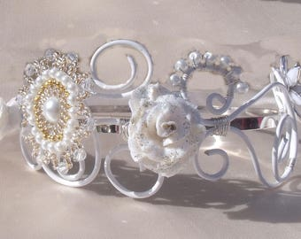 This headband for all occasions and ceremonies