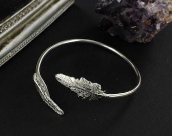 Feather cuff - Dreamcatcher cuff - Boho cuff - Handmade BR0022