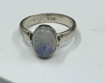 Pretty silver moonstone type gem ring