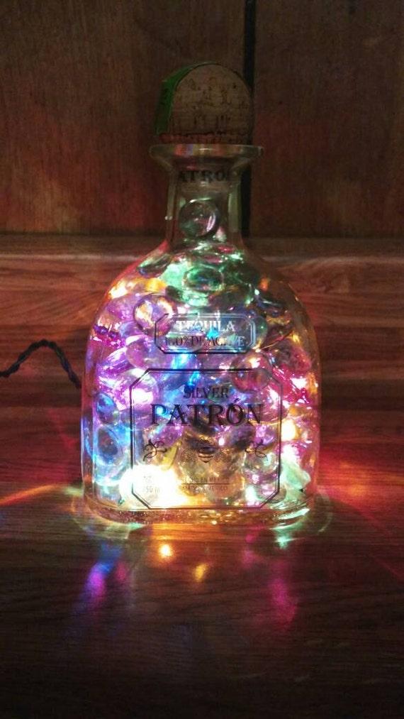 Luz libre del barco botella de tequila. Botella de patrón