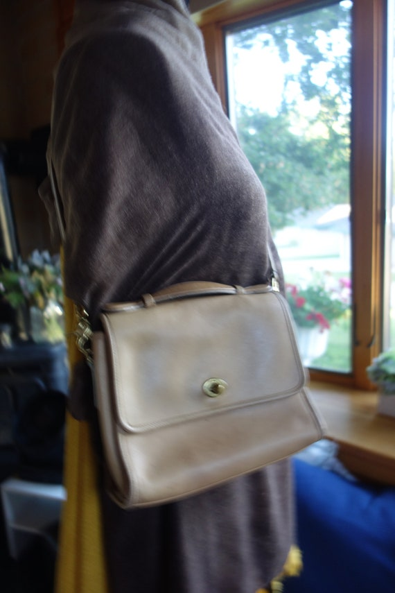 Vintage Early Coach Court Leatherware Camel Conver