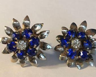 Vintage 1940s sterling silver blue and white rhinestone screwback earrings