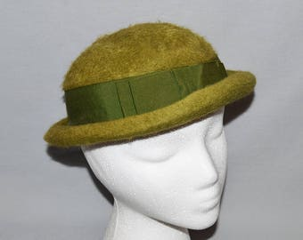 0018e5c72fe61 Vintage Ladies  Hat - Green Wool Bowler-Type Hat