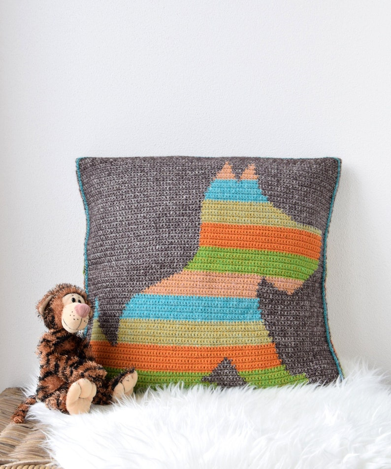 PATTERN  tapestry crochet pattern of a pillow with puppy  image 0