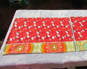 Valentine Bee Placemats (Set of 2)