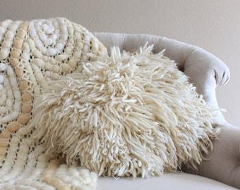 Throw pillow covers Pillow case Pillow covers 18 x 18 Super chunky yarn Cushion Boho cushion cover Home decor Floor cushion housewarming