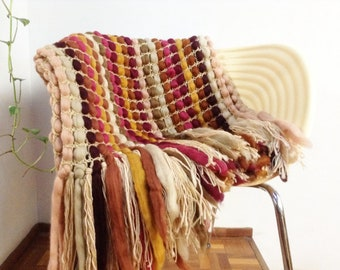 Hand knit blanket, chunky knit throw, crochet blanket, Wool blanket with fringes
