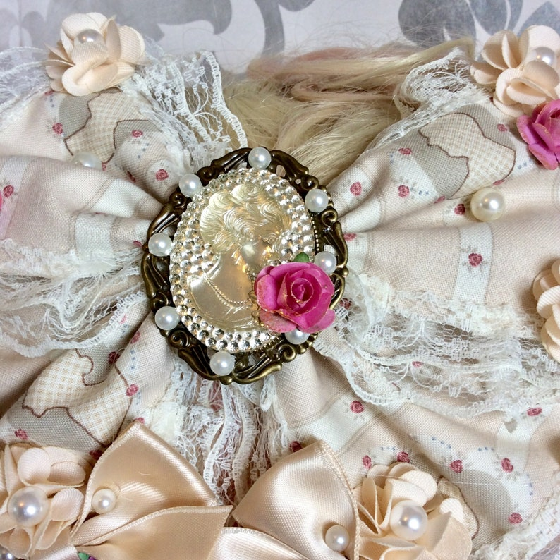 Beautiful Classic Lolita hair bow bow lace roses beads cameo cabochon frame resin vintage kawaii wedding shabby chic empire regency country