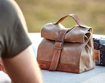 Light tan waxed canvas lunch bag.