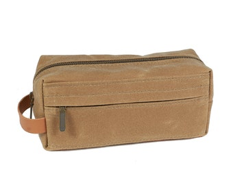 Waxed canvas dopp kit in light tan / Sage. Travel accessories.