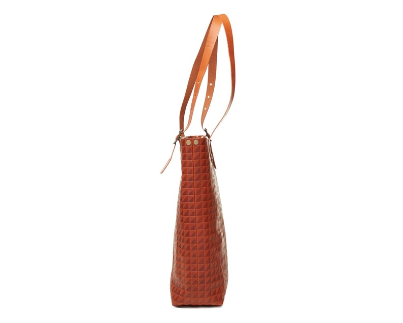 Leather tote bag in light brown  cognac.
