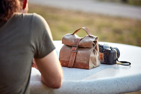 Waxed canvas lunch bag. Light tan waterproof lunch box with leather handle. Personalized gift. Back to school