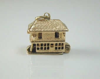The Old Curiosity Shop Charm 3.99 GRMS made in 1990 opens