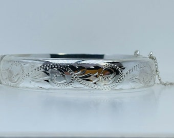"""1979 Vintage Silver Hinged Bangle Filigree Engraved 7"""" Safety Chain Hallmarked"""