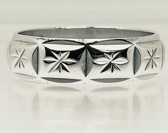 Vintage 70s Silver Ring Faceted Star Pattern Design Band Ring Size Q 5.9mm 4.2g