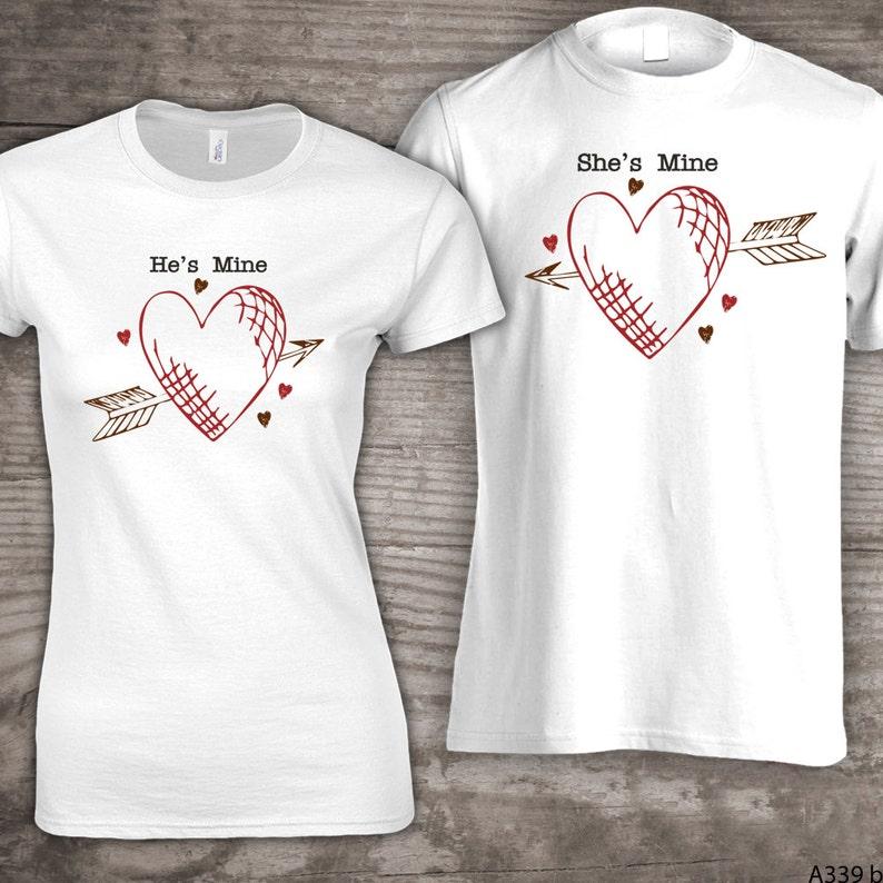 Personalizzati famiglia Valentino t-shirt Lui è  ec252b2b2a4