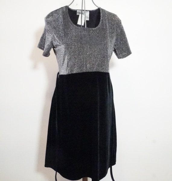 Women's Vintage Dress / 1990s Black Babydoll dress