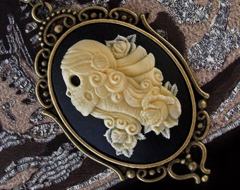 Sugar Skull - Cameo Necklace - Día de los Muertos - Day of The Dead - Halloween - Calavera - Gothic - Skeleton - Macabre - Bizarre