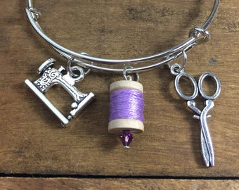 Sewing charm bracelet, gift for quilter, gift for crafter, sewing machine charm bracelet, gift for seamstress, quilting charm bracelet