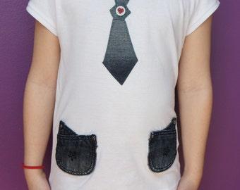 Tee-shrt sleeve girl, school.