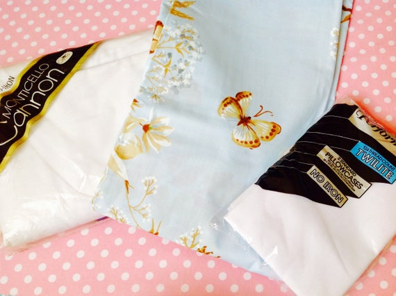 NOS double jeu de feuilles, NOS ensemble de drap, drap plat, drap housse, paire de taies d'oreiller, drap bleu, feuille blanche, papillons, drap ancien