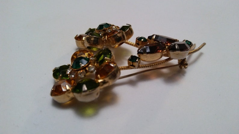 Vintage green gold clear sprong set rhinestone 3 large flower brooch gorgeous mid century accessory