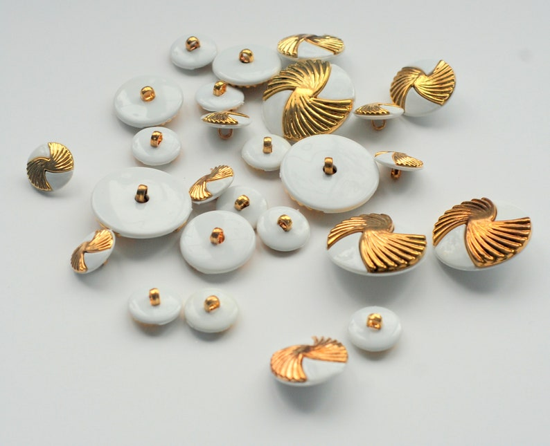 Sewing Buttons Gold /& White Buttons Plastic Buttons Sewing Supplies 35 mm Buttons Stripped Buttons Set Lot of Vintage Buttons