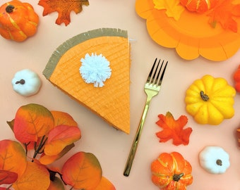 Pumpkin Pie Thanksgiving Mini Piñata (1), Thanksgiving Decoration, Thanksgiving Table Setting, Friendsgiving, Pumpkin Pie Decor, 1 GIFT BOX