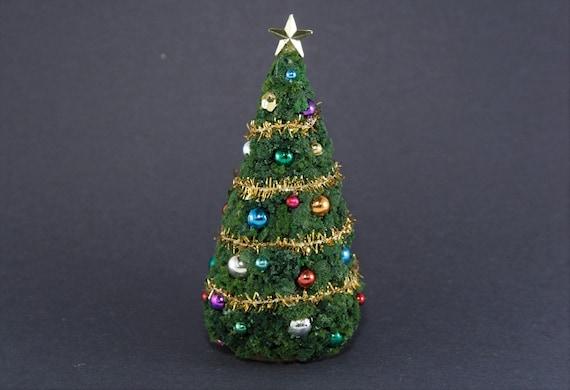 Dollhouse Miniature 1:24 Scale Christmas Tree Wallpaper