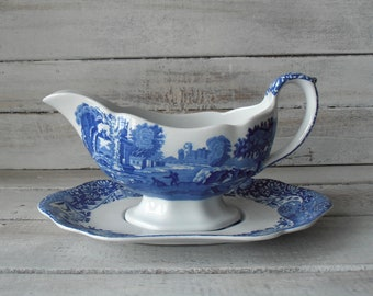Vintage Spode Italian gravy boat and saucer. Blue 'Italian' pattern. Gravy jug with under plate. Pretty scalloped edge to jug and saucer
